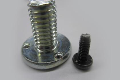 座面のポッチがa相手材塗等を削り導通が取れる